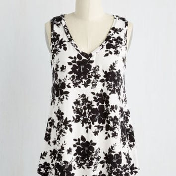 Mid-length Sleeveless Infinite Options Top in Monochome Floral