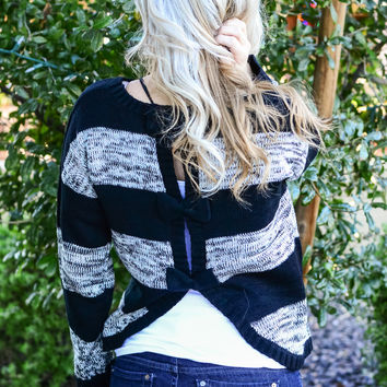 EVERYONE LOVES BOWS SWEATER IN BLACK