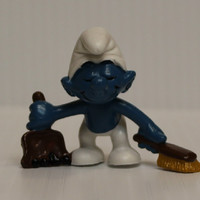 SMURF with DUSTPAN FIGURE, 1984 Vintage figure, vintage pvc figure, Schleich Smurf with Dustpan, Smurf cleaning figure, retro toy, 1980s toy