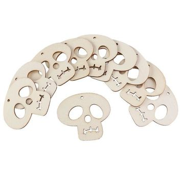 ONETOW 10pcs Wooden Embellishments Halloween Decoration Skull Pattern Pendant with Hemp Ropes