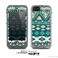 The Vector Teal & Green Aztec Pattern Skin for the Apple iPhone 5c LifeProof Case