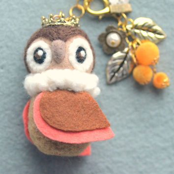 Handmade whimsical owl bag charm, needle felted owl, wool soft sculpture beige owl king doll, handbag accessories, bird doll, gift under 25