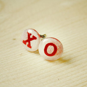 XO | stud earrings