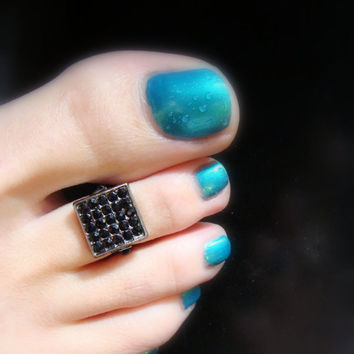 Girls Night Out - Black Rhinestones - Gun Metal - Stretch Bead Toe Ring
