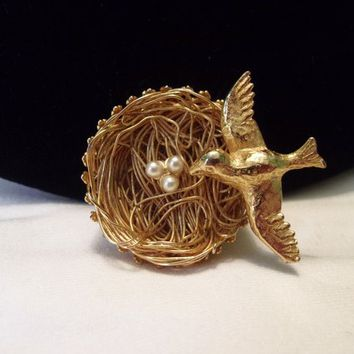 Jeanne Vintage 1950's Bird Nest & Faux Pearl Eggs Gold Plate Brooch Pin