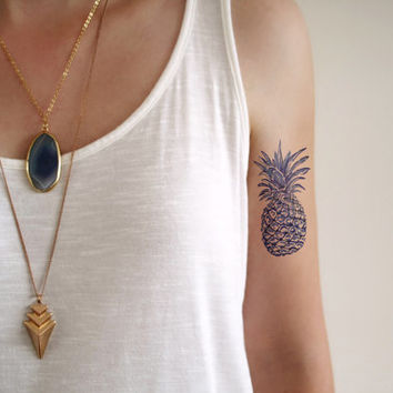 Pineapple design Dutch 'Delfts Blauw' blue temporary tattoo