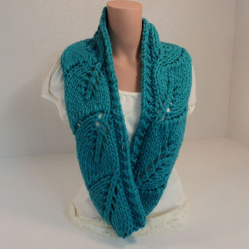 Handcrafted Wrap Cowl Teal Leaf Design 100% Merino Wool Female Adult -- New No Tags