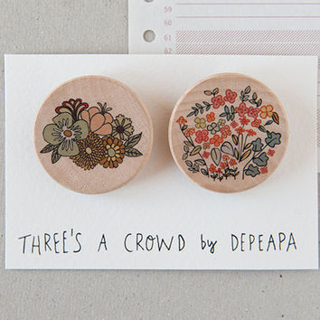 Flowers - pack of illustrated wooden brooches