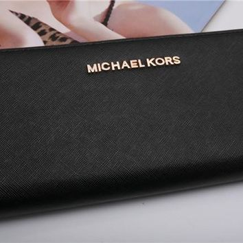 NWT Michael Kors MK Wallet Jet Set Black Signature with Strap Travel Continental