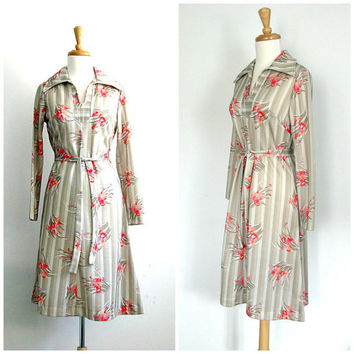 SALE - 1970s Dress / cream floral dress / secretary dress / sheath dress / dvf style / career dress / aline / spring fashion / medium large