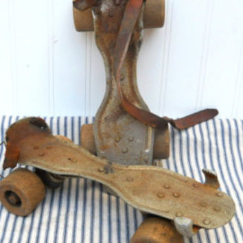 Vintage rusty gear seed plate Farm machinery planter cog International Harvester Industrial chic
