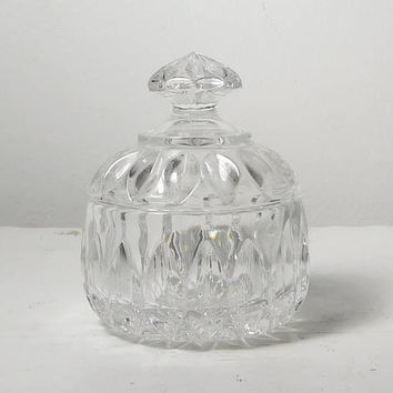Small Crystal Bowl With Handle Lid Round Vintage Candy Dish Jewelry Coin Holder Bathroom Kitchen Dining Decor Condiment Jar Trinket Relish
