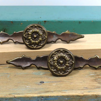 Vintage French Provincial Drawer Pull with Escutcheon Plate . One Ornate Dresser Handle . Furniture Knob . Cabinet Hardware