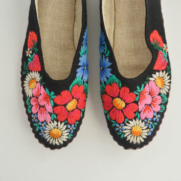 Vintage Black Embroidered Slippers - Floral
