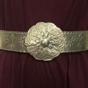 Vintage Silver Boho Chic Moroccan Belt / Wide Statement Glam Belt / Huge Flat Floral Belt Buckle / Stamped Metallic Finish Faux Leather