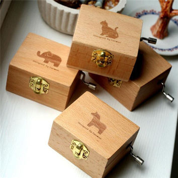 Zakka Hand Cranked Wind-Up Music Box Wooden Animal Box - B
