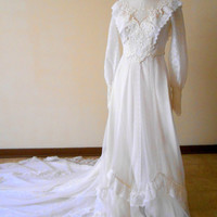 Ladies Vintage 1970s ILGWU Wedding Dress Victorian Edwardian Style Classic Bride with Long Train size 9