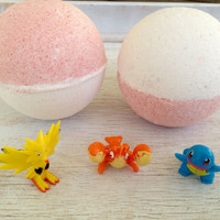 Blueberry/Vanilla Pokéball Surprise Toy Jumbo Bath Bomb
