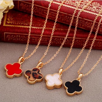 Simple Clover necklaces & pendants Women Heart Long necklace Lady Gold Plated Chokers Necklaces for Women Fashion Jewelry