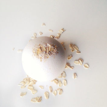 Oatmeal Bath Bomb - Bath Fizzy - Milk Bath - White Bath Bomb - Bath Fizzies - Natural Bath Bomb - Shower Favors - Dry Skin - Sensitve Skin