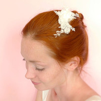 Bridal hair comb vintage lace and silk flowers / off white
