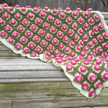 Vintage pink daisy afghan blanket - 1970s crocheted flower throw blanket - rose thistle