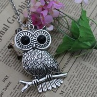 Wholesale Cute Owl Shaped Fashionable Necklace Silver