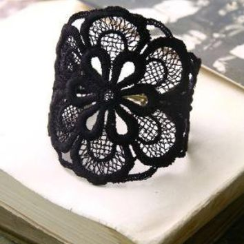 tomoko lace cuff black