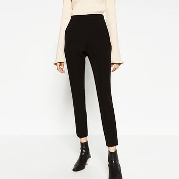 HIGH-WAIST TROUSERS DETAILS