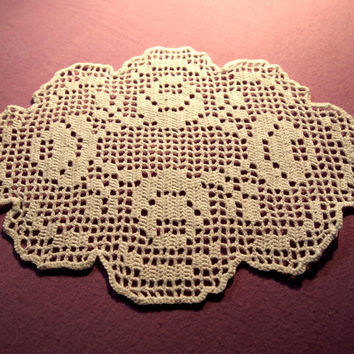 FREE SHIPPING; Small filet crocheted doily with roses
