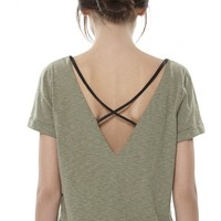 alice + olivia   BACK CROSSOVER STRAP TEE WITH LEATHER