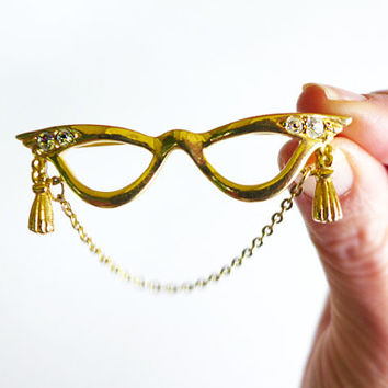 Cute Pin with Cateye Glasses, Jacket Brooch, Retro Lapel Pin, EyeGlasses Brooch for Book Nerds, Reading Glasses Pin with Rhinestones