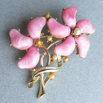 1950's Vintage CORO Pegasus Pink Swirl Thermoset & Faux Pearl Flower Bouquet Pin