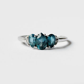 Vintage - Quince - London Blue Topaz and Diamond 10k white gold ring