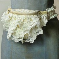 FRILLY FANNY PACK