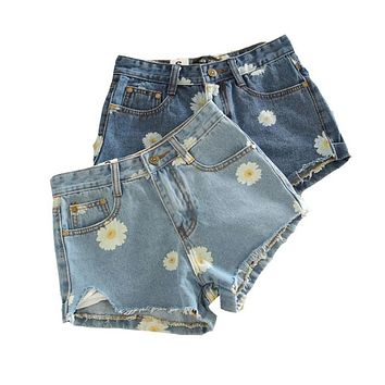 Hot Sale 2017 Fashion Women Spring Summer Denim Shorts Women Daisies Printed Short Jeans Female Jeans Shorts C618