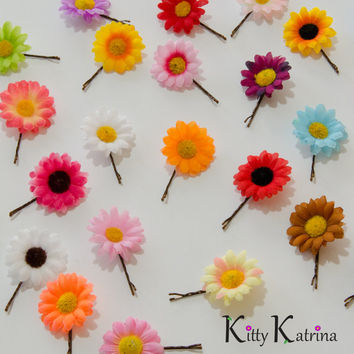Daisy Flower Bobby Pin, Hair Pin, Pick Your Color, Wedding Accessories, Bridal Headpiece, Bridesmaid Gift, Festival Wear, Coachella, Plur