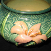 Roseville Pottery Patterns, Zephyr Lily Collectible Rare Ceramics, Mint Vintage Planter Old Green Pot Lillies