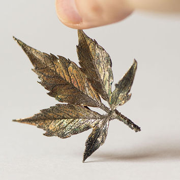 Virginia Creeper Leaf Brooch Bronze Shade Vintage. Leaf brooch Costume Jewellery. Botanical Brooch five leaved ivy lapel pin gift grape leaf