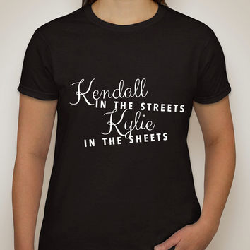 """Kylie Jenner / Kendall Jenner Kardashian """"Kendall in the Streets Kylie in the Sheets"""" T-Shirt"""
