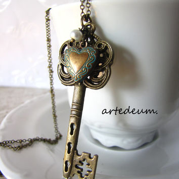 Skeleton Key necklace Antique heart key necklace Pendant Bronze Vintage Inspired Locket key pendant