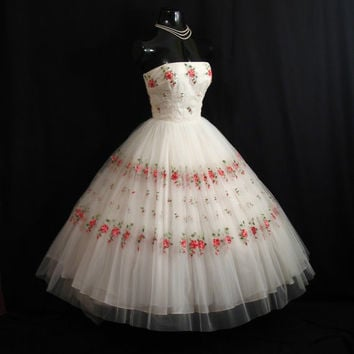Vintage 1950's 50s Bombshell Mary Carter Strapless White Embroidered Floral Roses Sequins Tulle Circle Skirt PROM Party Wedding Dress Gown