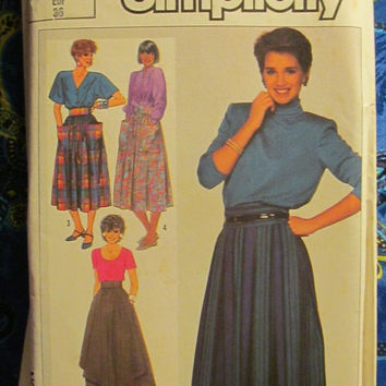 SALE Uncut 1980's Simplicity Sewing Pattern, 7661! Size 8 Small/Women's/Misses/Calf Length Skirts/Pleated Skirts/Skirts with pockets/Spring