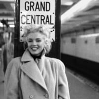 Marilyn Monroe, Grand Central Poster Print by Ed Feingersh at eu.art.com