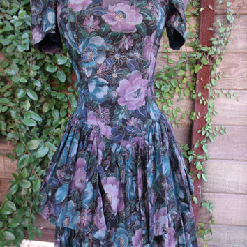 Vintage 80s Dress Ruffle hem Dark Floral Dress. Betsey Johnson Style Vintage