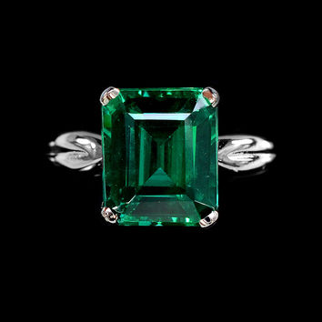 A Vintage 9.75CT Emerald Cut Green Garnet Solitaire Ring