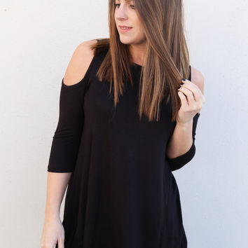 Cut It Out Cold Shoulder {Black}