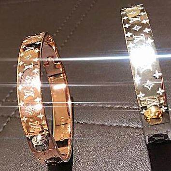 LV Louis vuitton is hot buying men's and women's fashion high-end couple stainless steel bracelet