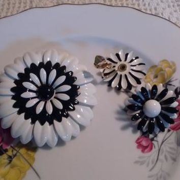 Art Deco Daisy Pin/Earrings Clip-on/Black and White Flower Pin.