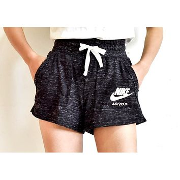 NIKE 2019 new women's sports and leisure shorts Black